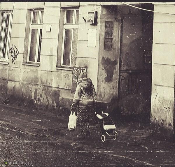 https://s28.flog.pl/media/foto_middle/13545328_samotnosc.jpg